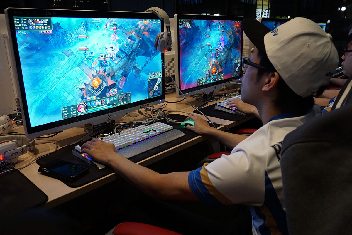 Team member Jason Dong plays a League of Legends match.