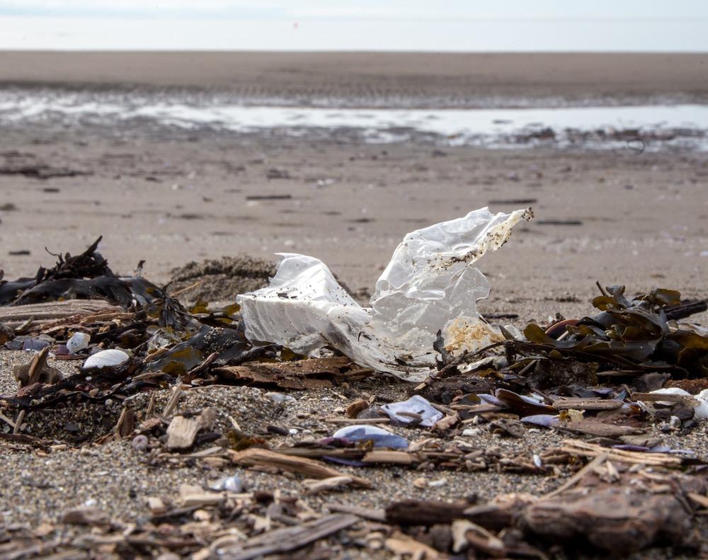 Plastic in Wreck Beach - Said Abugattas.01