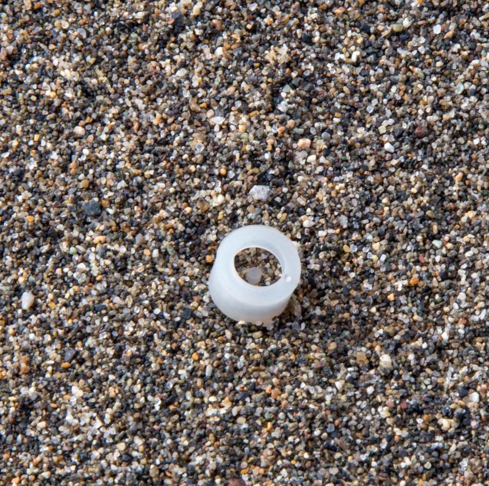 Plastic in Wreck Beach - Said Abugattas.02