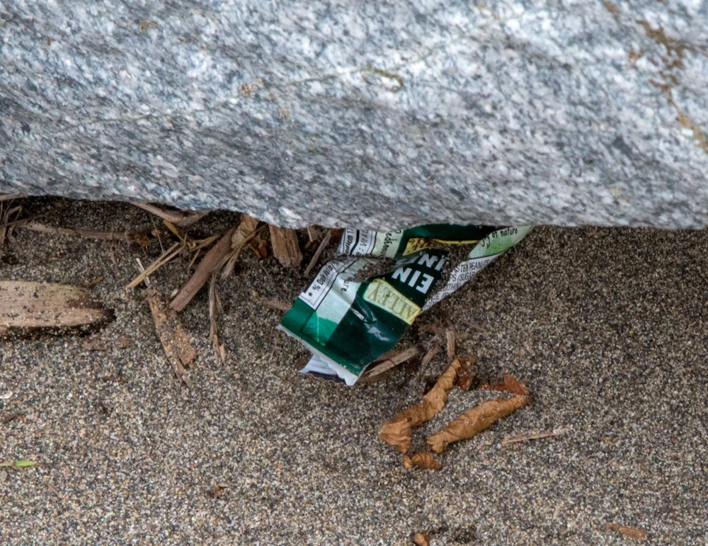 Plastic in Wreck Beach - Said Abugattas.03