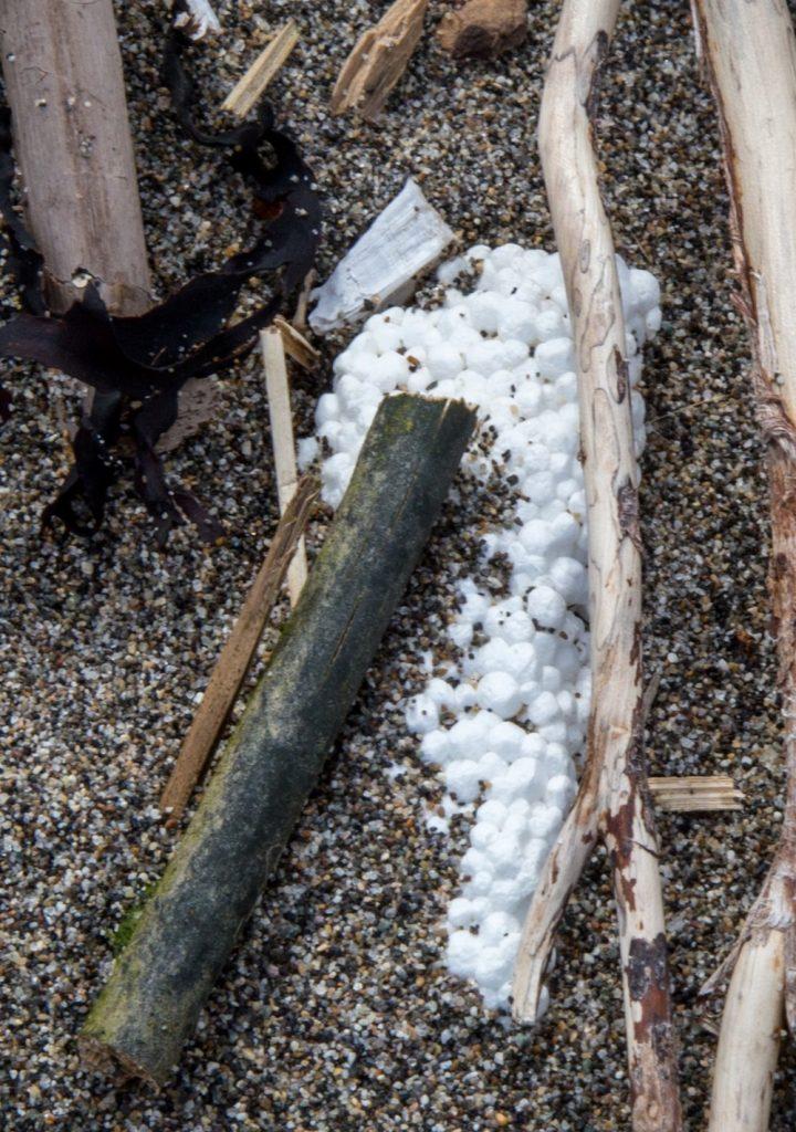 Plastic in Wreck Beach - Said Abugattas.10
